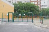 Забор многоквартирного дома